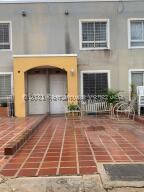 Townhouse En Ventaen Maracaibo, La Rotaria, Venezuela, VE RAH: 21-22216