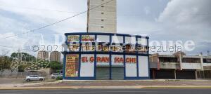 Galpon - Deposito En Alquileren Maracaibo, Avenida Bella Vista, Venezuela, VE RAH: 21-22383