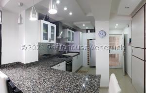 Apartamento En Ventaen Coro, Sector La Floresta, Venezuela, VE RAH: 21-22400