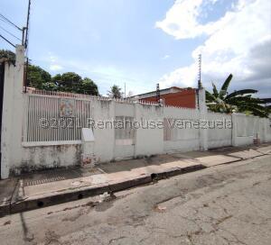 Casa En Ventaen Maracay, Avenida Constitucion, Venezuela, VE RAH: 21-22405