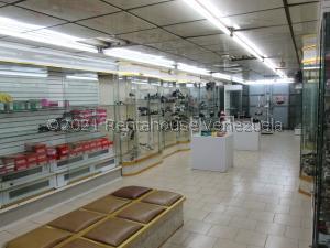 Local Comercial En Ventaen Caracas, Parroquia Catedral, Venezuela, VE RAH: 21-22535