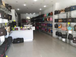 Local Comercial En Ventaen Merida, Avenida 4, Venezuela, VE RAH: 21-22575