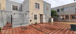 Townhouse En Ventaen Maracaibo, Via La Concepcion, Venezuela, VE RAH: 21-8394