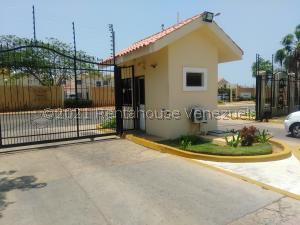 Townhouse En Ventaen Maracaibo, Avenida Milagro Norte, Venezuela, VE RAH: 21-22631