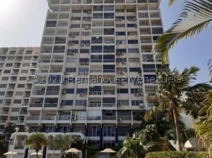 Apartamento En Ventaen Parroquia Caraballeda, Los Corales, Venezuela, VE RAH: 21-22638