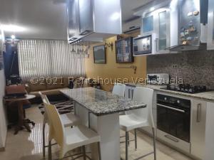 Apartamento En Ventaen Caracas, Los Naranjos Humboldt, Venezuela, VE RAH: 21-22786