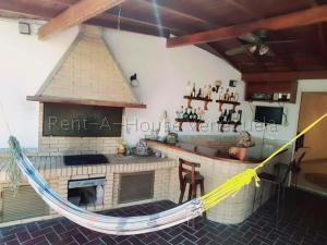 Casa En Alquileren Caracas, Colinas De Las Acacias, Venezuela, VE RAH: 21-22840