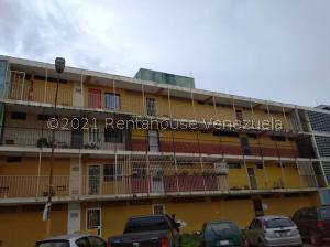 Apartamento En Ventaen Valencia, La Isabelica, Venezuela, VE RAH: 21-22981