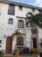 Townhouse En Ventaen Puerto La Cruz, Pueblo Viejo, Venezuela, VE RAH: 21-23091