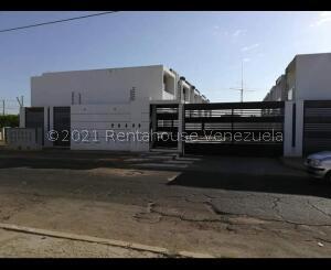 Townhouse En Ventaen Municipio San Francisco, La Coromoto, Venezuela, VE RAH: 21-23101