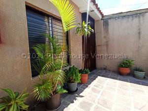 Casa En Ventaen Barquisimeto, Parroquia Tamaca, Venezuela, VE RAH: 21-22340