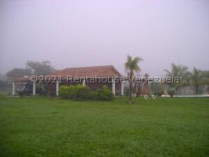 Terreno En Ventaen Municipio Libertador, Sabana Del Medio, Venezuela, VE RAH: 21-23199