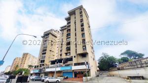 Local Comercial En Ventaen Maracay, Avenida 19 De Abril, Venezuela, VE RAH: 21-23207