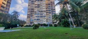 Apartamento En Ventaen Parroquia Caraballeda, Palmar Este, Venezuela, VE RAH: 21-23411