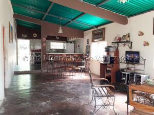 Casa En Ventaen La Vela De Coro, Intercomunal Coro La Vela, Venezuela, VE RAH: 21-23312