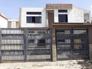 Casa En Ventaen Municipio San Diego, La Esmeralda, Venezuela, VE RAH: 21-23320