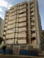 Apartamento En Ventaen Puerto La Cruz, Casco Central, Venezuela, VE RAH: 21-23346