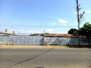 Galpon - Deposito En Ventaen Ciudad Ojeda, Avenida Vargas, Venezuela, VE RAH: 21-23378