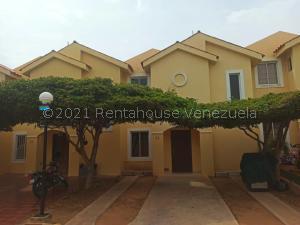 Townhouse En Ventaen Maracaibo, Avenida Milagro Norte, Venezuela, VE RAH: 21-23389