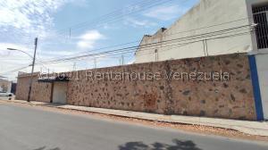 Local Comercial En Alquileren Maracay, Avenida Los Cedros, Venezuela, VE RAH: 21-23476