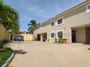 Townhouse En Ventaen Maracaibo, Lago Mar Beach, Venezuela, VE RAH: 21-23583