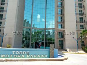 Local Comercial En Ventaen Maracaibo, Avenida Universidad, Venezuela, VE RAH: 21-23716