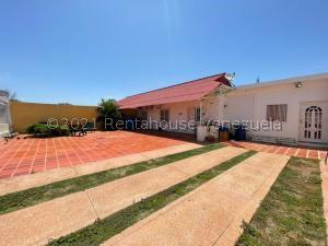 Casa En Ventaen Punto Fijo, Puerta Maraven, Venezuela, VE RAH: 21-23904
