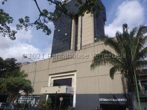 Local Comercial En Ventaen Valencia, Avenida Bolivar Norte, Venezuela, VE RAH: 21-23773