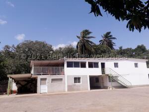 Galpon - Deposito En Ventaen Coro, Centro, Venezuela, VE RAH: 21-23772