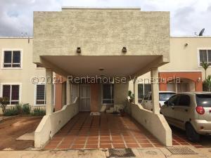Townhouse En Ventaen Maracaibo, Via La Concepcion, Venezuela, VE RAH: 21-23828