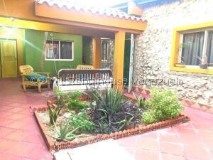 Casa En Alquileren Punto Fijo, Puerta Maraven, Venezuela, VE RAH: 21-23820
