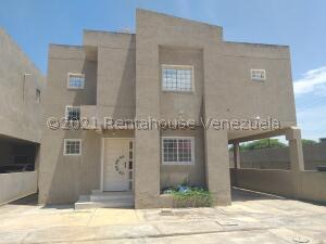 Townhouse En Ventaen Cabimas, Ambrosio, Venezuela, VE RAH: 21-23843