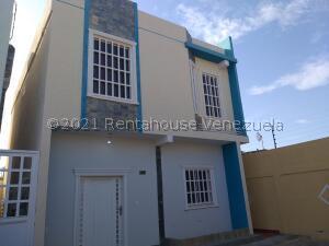 Townhouse En Ventaen Cabimas, Casco Central, Venezuela, VE RAH: 21-23877