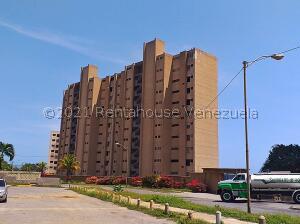 Apartamento En Ventaen Catia La Mar, Playa Grande, Venezuela, VE RAH: 21-18174