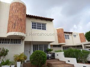 Townhouse En Ventaen Maracaibo, Avenida Goajira, Venezuela, VE RAH: 21-23880
