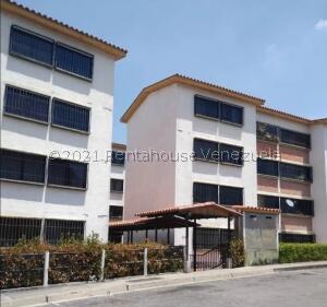 Apartamento En Alquileren Los Teques, La Quinta, Venezuela, VE RAH: 21-23935