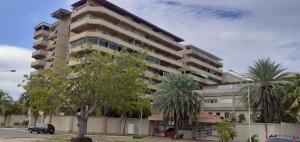 Apartamento En Ventaen Puerto La Cruz, Complejo Turistico El Morro, Venezuela, VE RAH: 21-24137