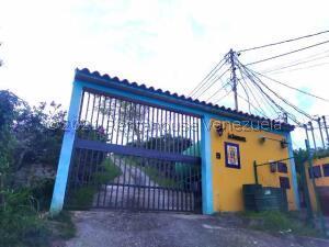 Casa En Ventaen Barquisimeto, Parroquia Santa Rosa, Venezuela, VE RAH: 21-24148