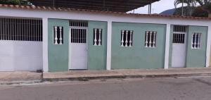 Casa En Ventaen Puerto La Cruz, Puerto La Cruz, Venezuela, VE RAH: 21-24154