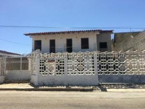 Casa En Ventaen Punto Fijo, Santa Irene, Venezuela, VE RAH: 21-24225