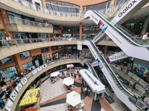 Local Comercial En Ventaen Caracas, Sabana Grande, Venezuela, VE RAH: 21-24312