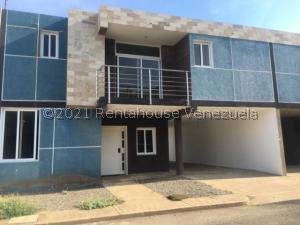Townhouse En Ventaen Punto Fijo, Santa Irene, Venezuela, VE RAH: 21-24342