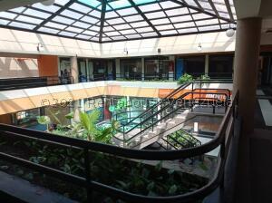 Local Comercial En Ventaen Maracay, El Centro, Venezuela, VE RAH: 21-24366