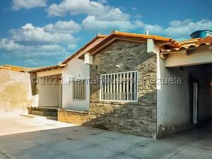 Casa En Ventaen Punto Fijo, Puerta Maraven, Venezuela, VE RAH: 21-24375