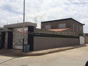 Casa En Ventaen Punto Fijo, Puerta Maraven, Venezuela, VE RAH: 21-24392