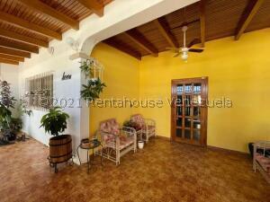 Casa En Ventaen Punto Fijo, Campo Maraven, Venezuela, VE RAH: 21-24415