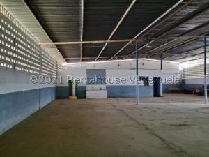 Galpon - Deposito En Ventaen Ciudad Ojeda, Carretera O, Venezuela, VE RAH: 21-24418