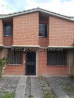 Townhouse En Ventaen Guarenas, Nueva Casarapa, Venezuela, VE RAH: 21-24462
