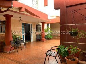 Casa En Ventaen Punto Fijo, Santa Irene, Venezuela, VE RAH: 21-24534
