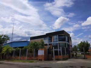 Galpon - Deposito En Ventaen Valencia, Zona Industrial, Venezuela, VE RAH: 21-24653